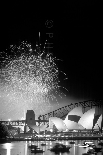 Sydney_New_Year_-Eve_Fireworks_2003_2004_007.jpg