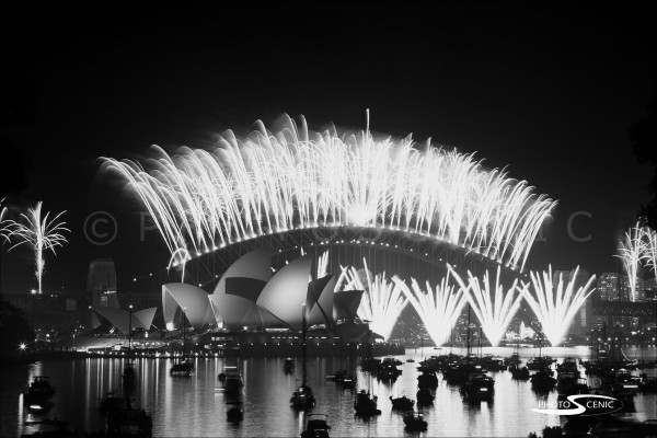 Sydney_New_Year_-Eve_Fireworks_2004_2005_010.jpg