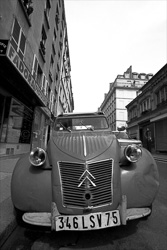 Paris_Citroen_2CV_Black_and_White_Photo_001.jpg