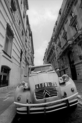Paris_Citroen_2CV_Black_and_White_Photo_002.jpg