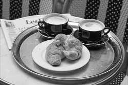 Paris_Petit_Dejeuner_Black_and_White_Photo_001.jpg