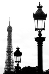 Paris_Tour_Eiffel_Black_and_White_Photo_003.jpg