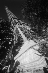 Paris_Tour_Eiffel_Black_and_White_Photo_007.jpg