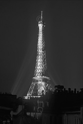 Paris_Tour_Eiffel_Black_and_White_Photo_009.jpg