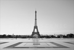 Paris_Tour_Eiffel_Black_and_White_Photo_013.jpg