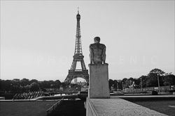 Paris_Tour_Eiffel_Black_and_White_Photo_015.jpg