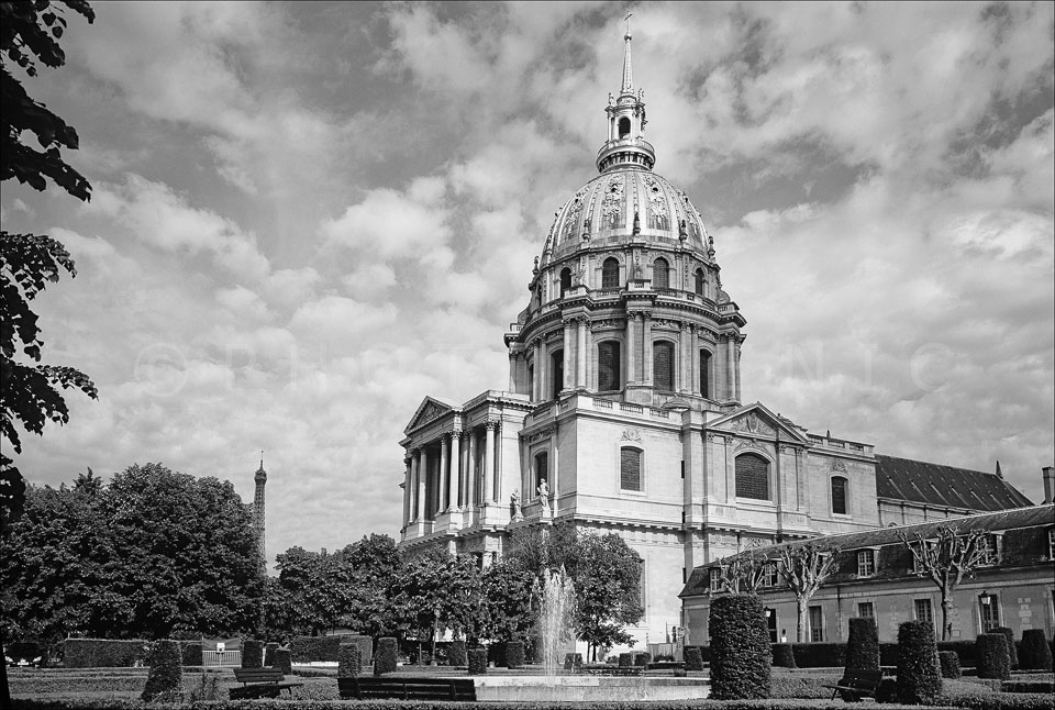 Paris_Invalides_Black_and_White_Photo_004.jpg