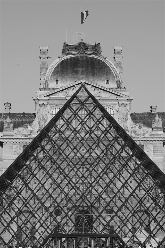 Paris_Le_Louvre_black_and_white_photos_024.jpg