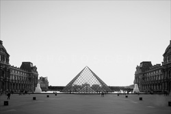 Paris_Le_Louvre_black_and_white_photos_004.jpg