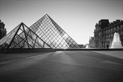 Paris_Le_Louvre_black_and_white_photos_006.jpg