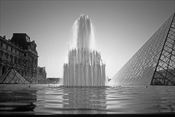 Paris_Le_Louvre_black_and_white_photos_008.jpg