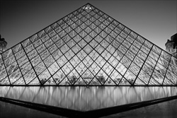 Paris_Le_Louvre_black_and_white_photos_011.jpg