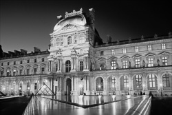 Paris_Le_Louvre_black_and_white_photos_013.jpg