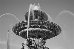 Paris_Place_De_La_Concorde_Black_and_White_Photo_004.jpg