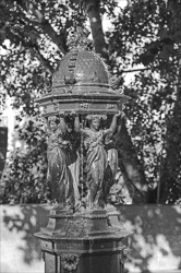 Paris_Statues_and_Sculptures_Black_and_White_Photos_010.jpg