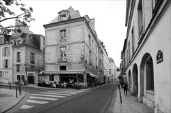 Paris_Streets_and_Buildings_Black_and_White_Photo_003.jpg