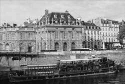 Paris_The_Seine_River_Black_and_White_Photo_001.jpg