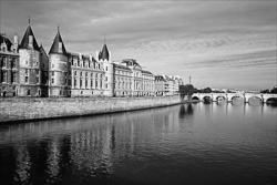 Paris_The_Seine_River_Black_and_White_Photo_002.jpg