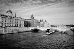 Paris_The_Seine_River_Black_and_White_Photo_006.jpg