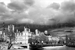 Paris_The_Seine_River_Black_and_White_Photo_008.jpg