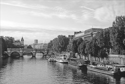 Paris_The_Seine_River_Black_and_White_Photo_010.jpg
