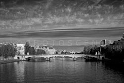 Paris_The_Seine_River_Black_and_White_Photo_013.jpg